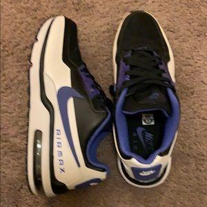 Men's Nike shoes size 8.5 US